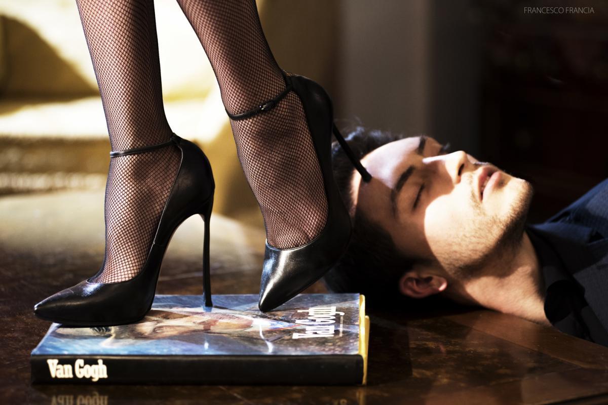 коллекция частного мужчина целует туфли у госпожи завтра